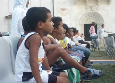 Bambini Saharawi al concerto dei Caramel a Spilimbergo (luglio 2006)